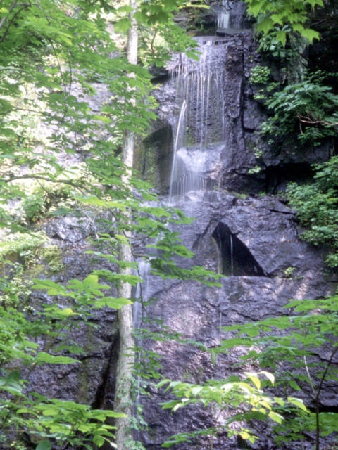 双白髪の滝