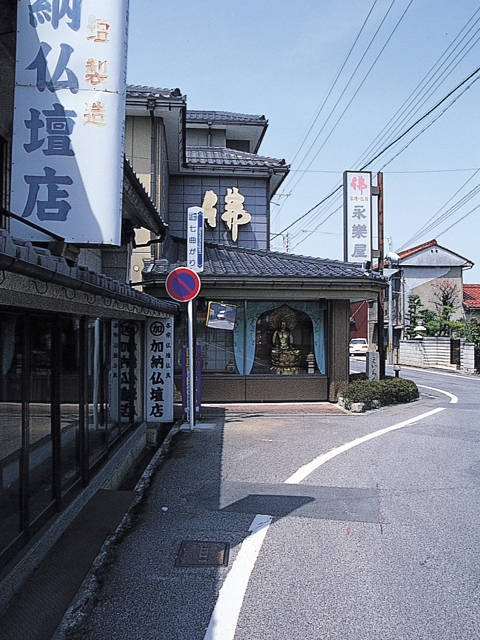 七曲り仏壇街